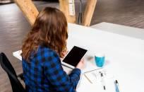 Per 10 metų dirbančių moterų skaičius šoktelėjo 5 proc.