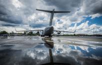 Dėl blogų oro sąlygų atšaukiami skrydžiai, nukentėjo elektros tiekimas