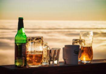 Rizikos grupėje – beveik pusė vartojančių alkoholį