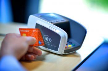 Bankai siekia padidinti bekontakčio atsiskaitymo limitus