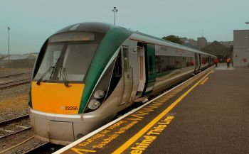 Irish Rail dėl išaugusio poreikio savaitgaliais suaktyvins teikiamas paslaugas