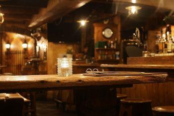 Daugelis Airijos barų atsidaro pirmą kartą nuo kovo
